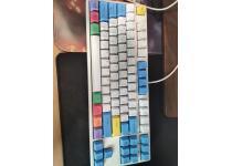 海盗船ddr4 3000 8g内存 罗技g304鼠标 ikbc红轴机械键盘